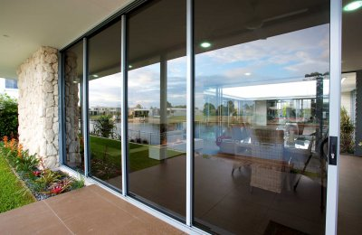 Signature cavity sliding door fully closed (166mm wide frame - screens N/A)