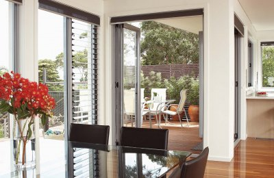 Signature bi-fold doors (screens N/A) & Louvre fixed window (without screens)