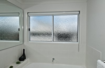 "Essential sliding window with ""white cathedral patterned glass"" (52mm frame - including standard latch)"