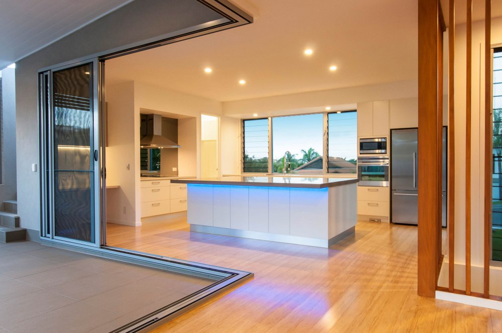 Aluminium sliding doors statesman windows adelaide for Corner sliding glass doors